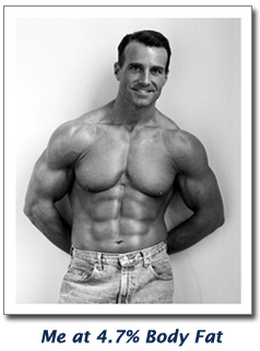 tom venuto showing six pack abs at 4.7% body fat